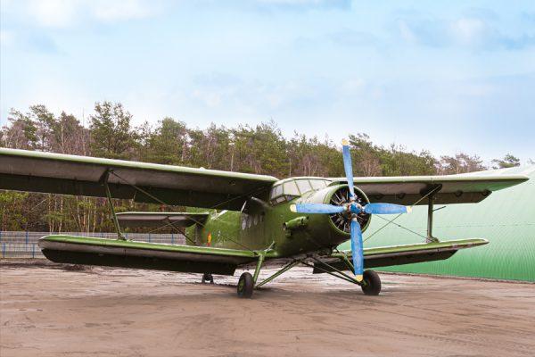 Historisches Militärflugzeug im NVA Museum Rügen in Prora