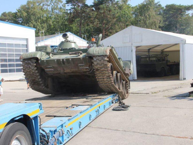 Ankunft des Panzers T-55 beim NVA Museum Rügen in Prora